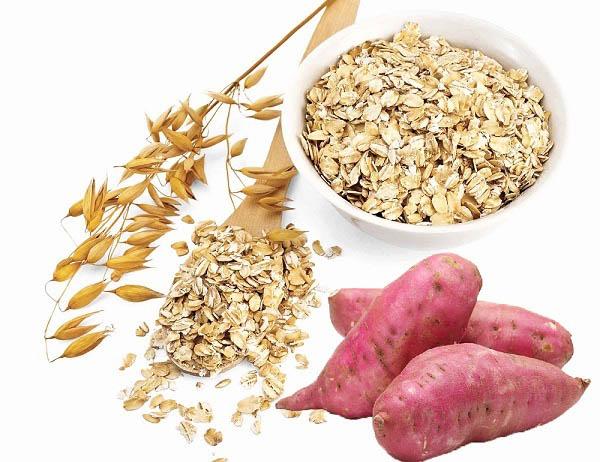 nên ăn khoai lang, yến mạch hoặc gạo lức