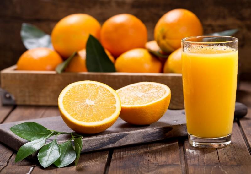 Uống collagen với vitamin E vitamin C nước cam